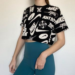 Nike Cropped Graphic Tee